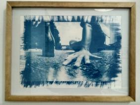 Teman Lelahku Karya Intan Wibi teknik pinhole proses cyanotype pada kertas